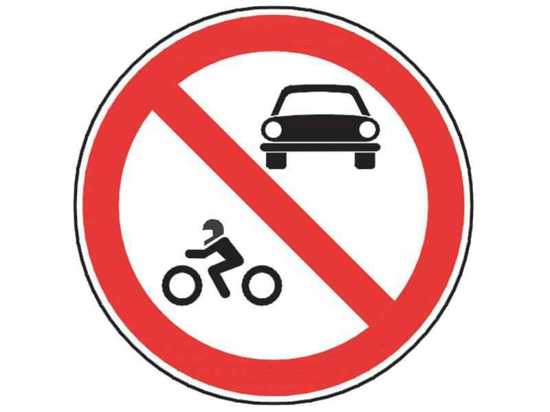 Pe sectorul de drum semnalizat prin acest indicator au dreptul să pătrundă: