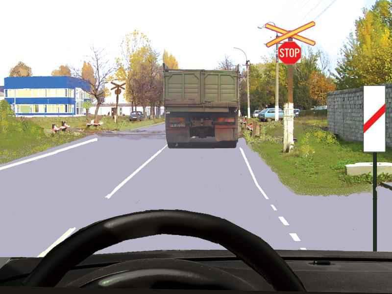 Autocamionul s-a pus în mişcare. Cum este corect să procedaţi?