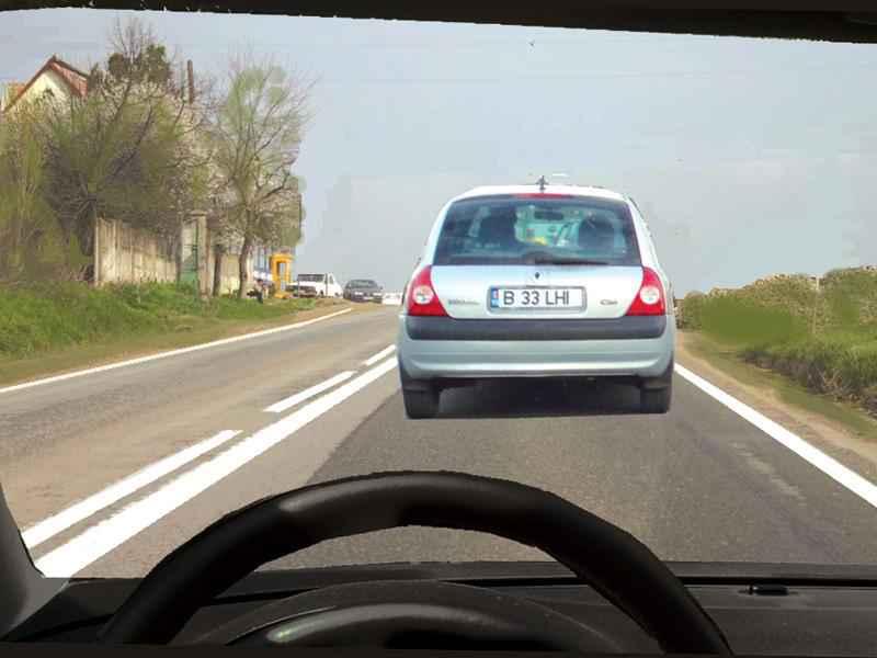 În această situaţie executaţi corect depăşirea autoturismului alb?