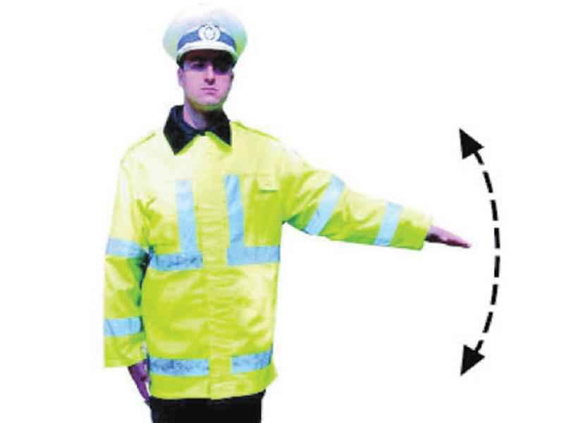 Ce indică semnalul poliţistului?