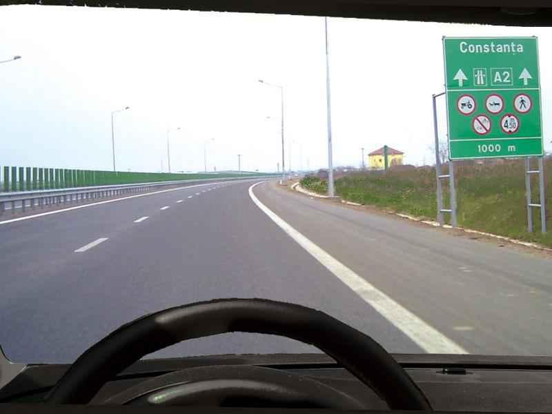 Viteza maximă autorizată pe autostrăzi pentru autovehiculele din categoriile A şi B este de: