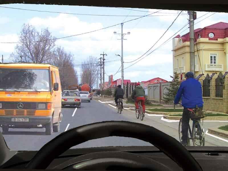 Vă este permis să depăşiţi bicicliştii?