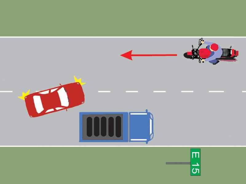 Conducătorul autocamionului din imagine a executat regulamentar oprirea?