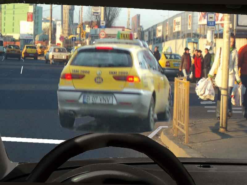 Ce trebuie să aveți în vedere dacă intenționați să circulați spre dreapta, după taxi?