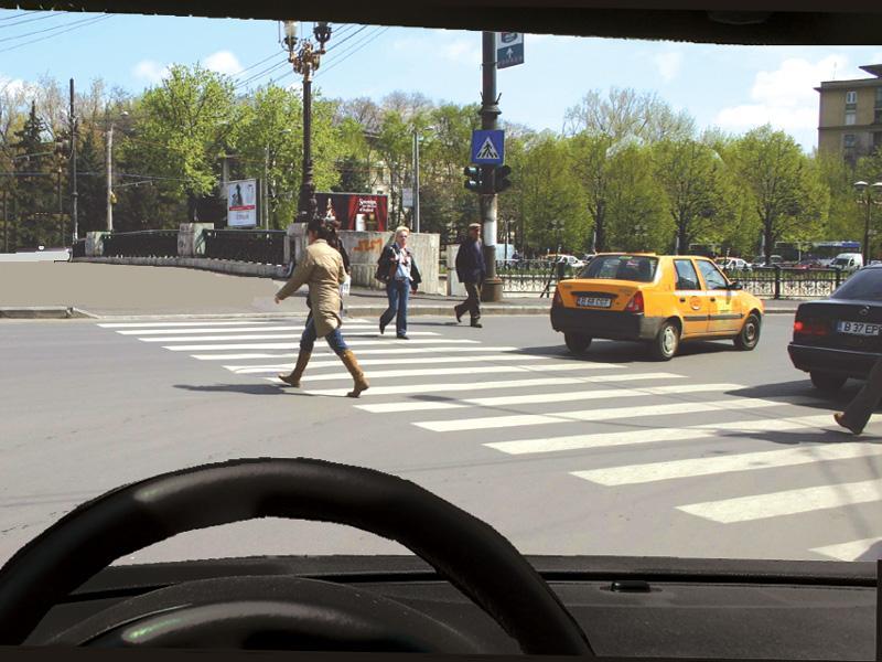 Intenționați să virați la dreapta. Cum procedați cu pietonii care traversează regulamentar strada?