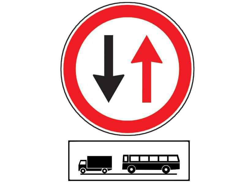 Ce obligaţie are conducătorul unui autobuz la întâlnirea indicatorului din imagine, însoţit de panoul adiţional?
